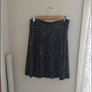 Ann Taylor Loft Black/White Skirt. Sz L.